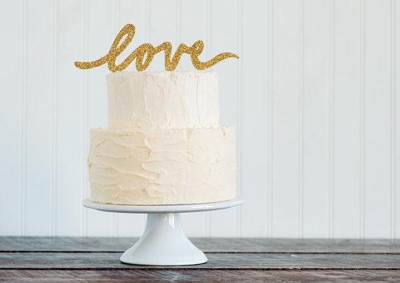 Scritta per torta color oro. È di  emilysteffen (negozio Etsy)