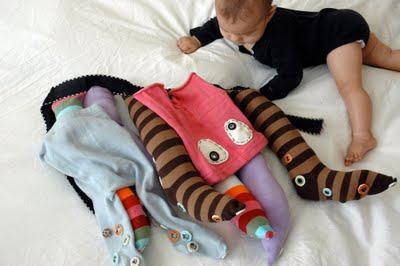 Vestitino per bebè da polipo fatto con calzini per bebè