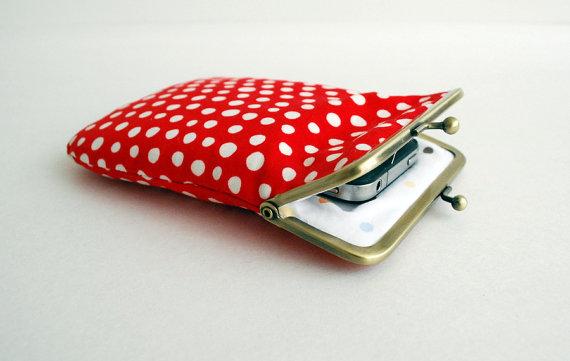Cover per iPhone di PikulaBags (Etsy Shop, circa 20€)