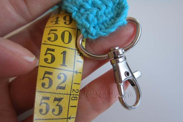 tracolla a crochet finita: circa 50 cm