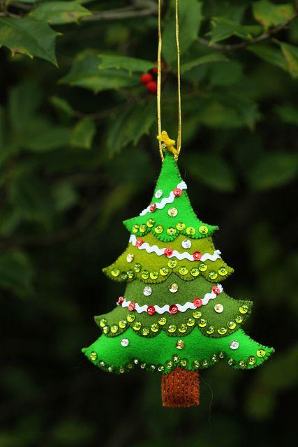 alberi di natale in feltro per decorare l'albero