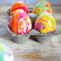 DIY marbled eggs