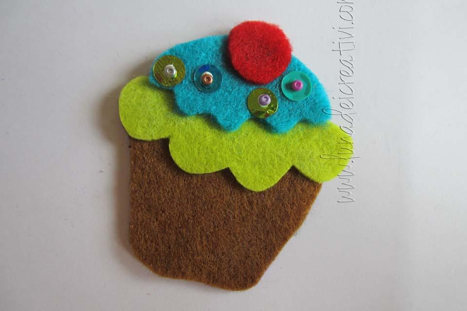 Fig. 7 - Se vuoi, decora il muffin con perline e paillettes